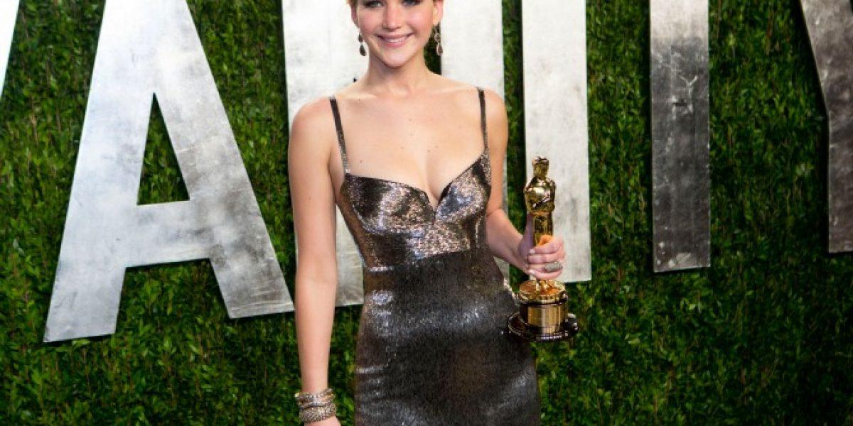 Jennifer Lawrence regala su Oscar por tener