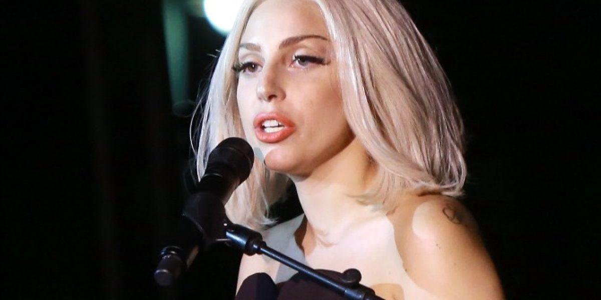 Lady Gaga autografía llamativa zona del cuerpo de su novio