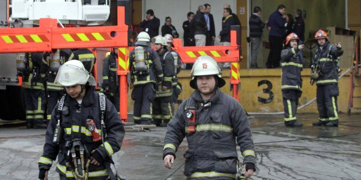 FOTOS: Amago de incendio movilizó a Bomberos a Jumbo de Las Condes