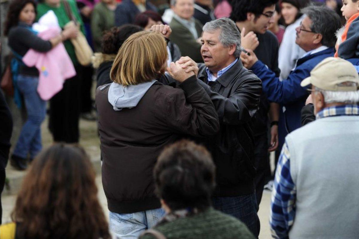 Mientras la ex presidenta daba su discurso una persona protestó por la ley Monsanto. El manifestante fue expulsado por simpatizantes de Bachelet. Foto:Agencia Uno. Imagen Por: