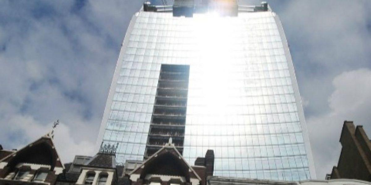 FOTOS: Reflejo de un edificio derritió partes de un auto Jaguar en Londres