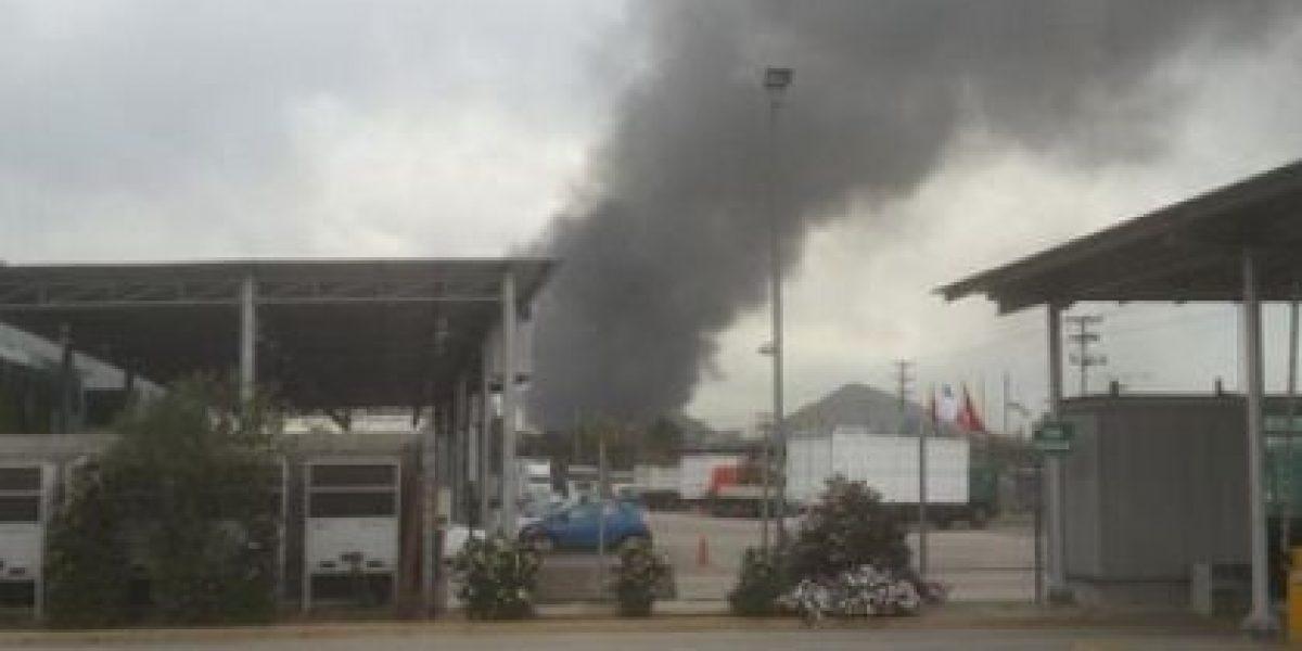 FOTOS: Tuiteros reportan gigantesco incendio en fábrica de Quilicura