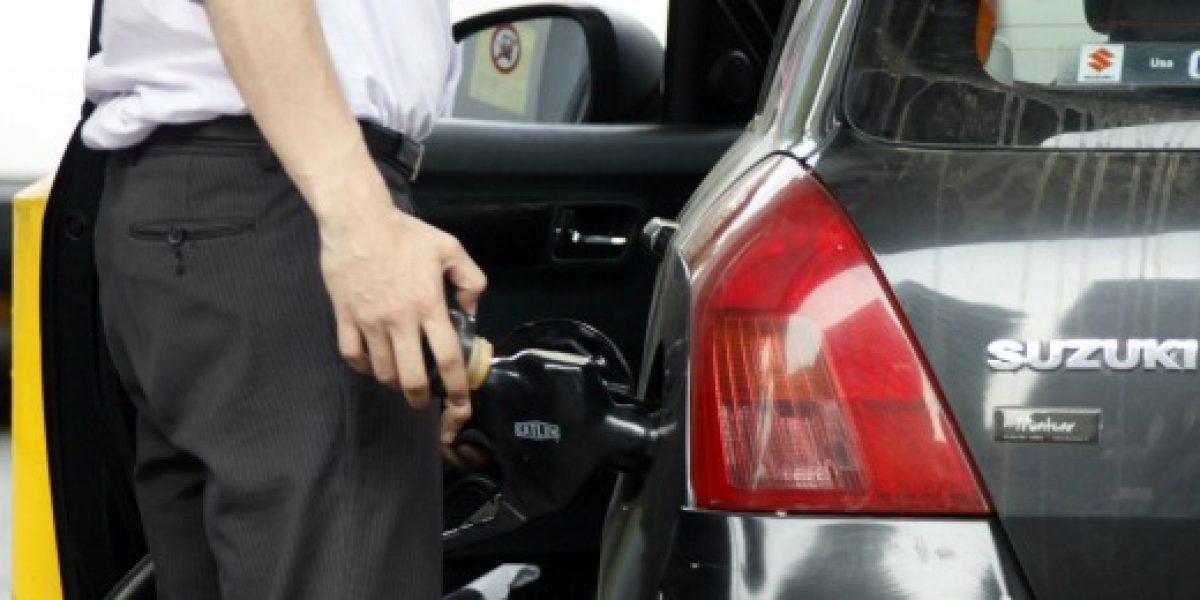 Precio de bencinas sube $4 promedio este jueves