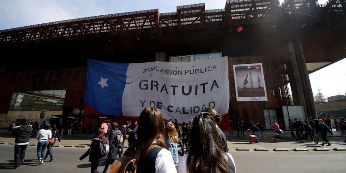 Fotos marcha estudiantil: Colgaron bandera gigante en el GAM