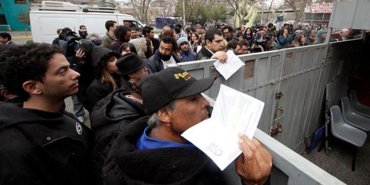 FOTOS: Molestia y desesperación entre usuarios por paro de Registro Civil