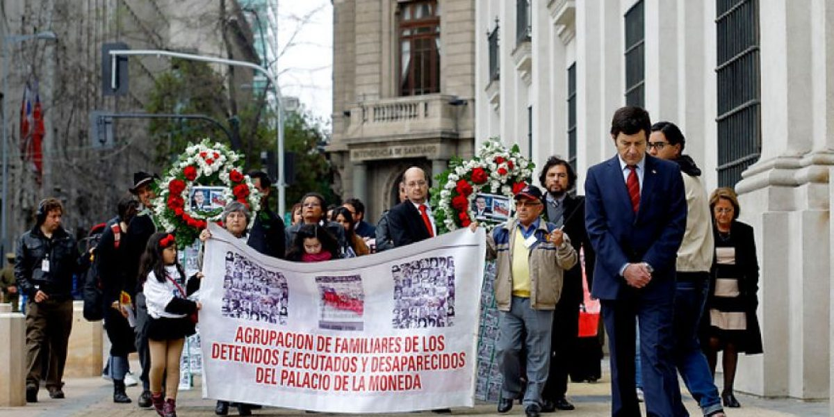 FOTOS: Miembros del GAP llegan hasta La Moneda por los 40 años del Golpe Militar