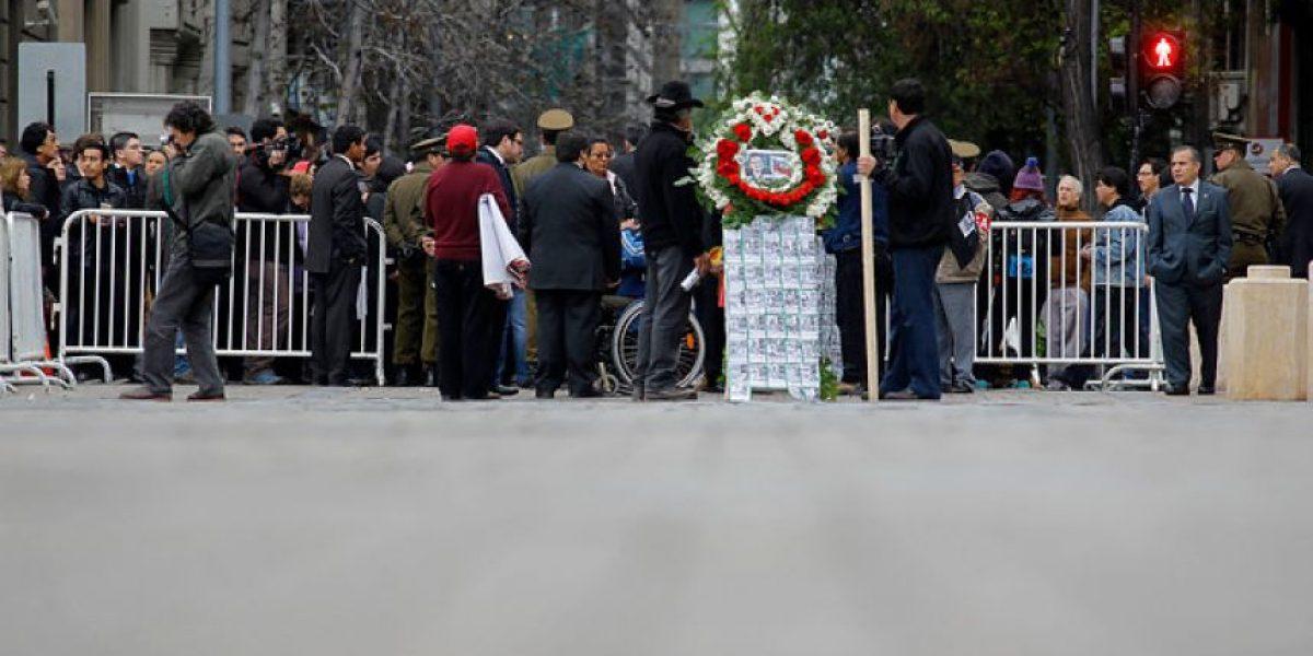 FOTOS: Sahumerio y performance entre los actos realizados en La Moneda por el 11 de septiembre