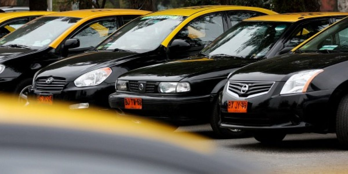 Mujeres son las que más prefieren aplicaciones para tomar un taxi