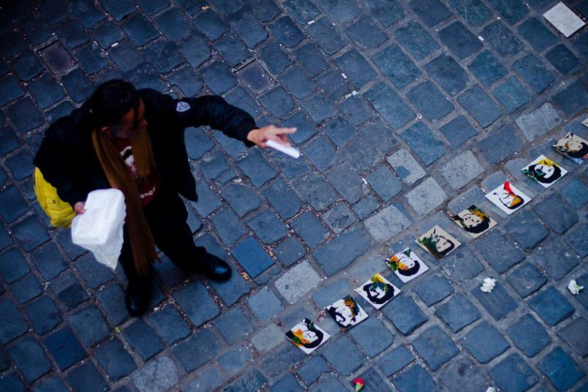 Con retratos de varias víctimas de la dictadura, en las afueras de la casona ubicada en la calle Londres 38 se conmemoró los 40 años del golpe de estado de 1973. Desde la fecha del golpe, la DINA expropió el inmueble para hacerlo su centro operativo, donde se practicaron detenciones, torturas, desapariciones y exterminio de los opositores a la dictadura militar. Foto:Agencia Uno. Imagen Por: