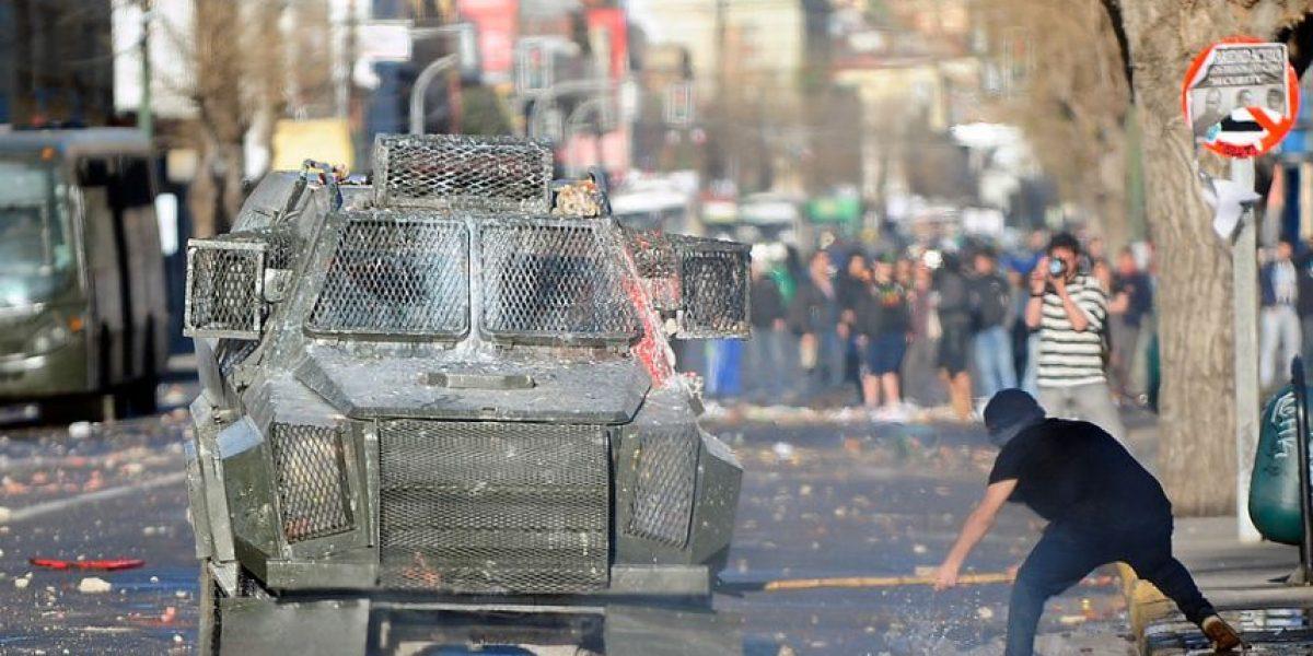 [FOTOS] Violentos enfrentamientos entre encapuchados y Carabineros en Valparaíso