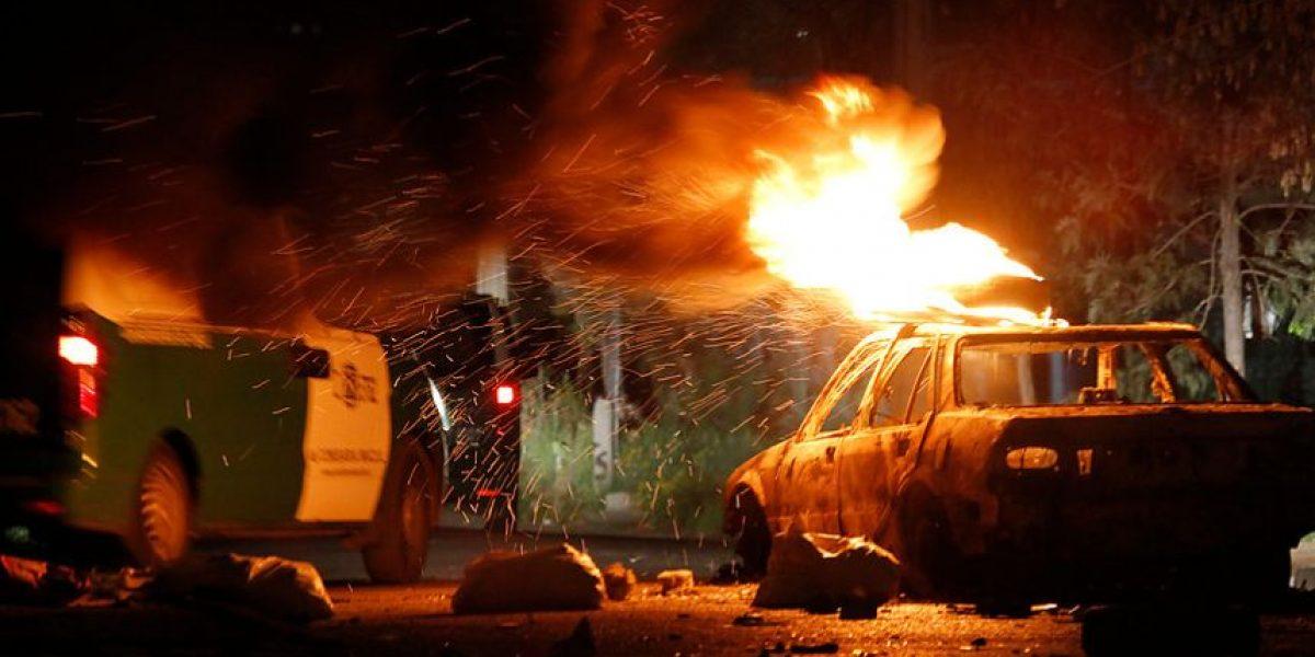 [FOTOS] Móvil de prensa atacado y un vehículo quemado en disturbios por el