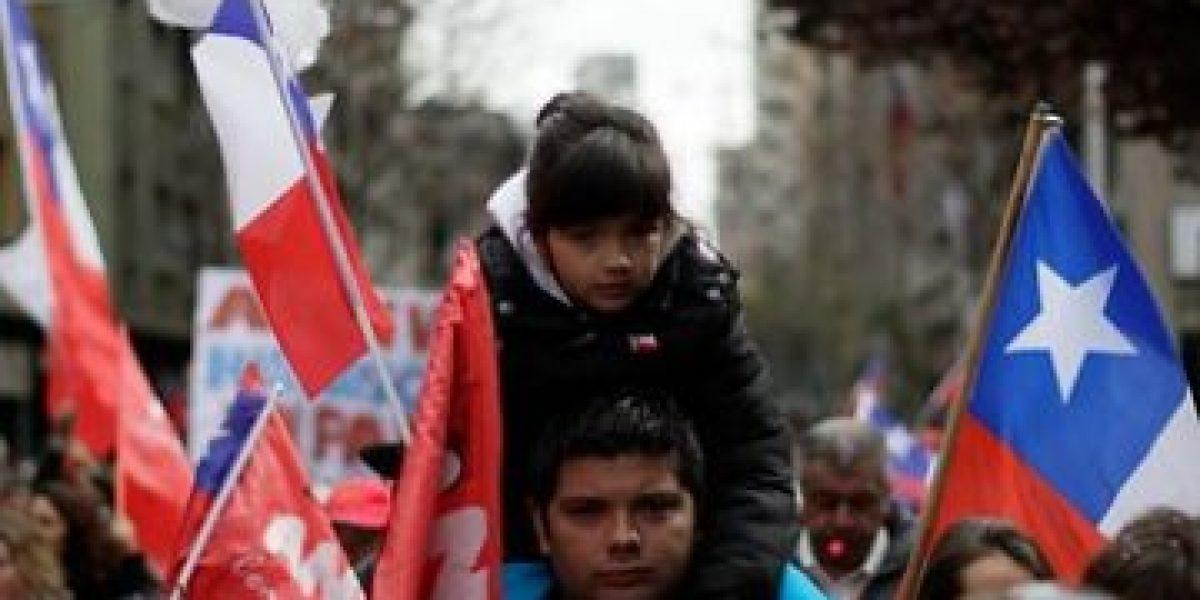 FOTOS: Funcionarios del Registro Civil marchan por Santiago tras 15 días de paro