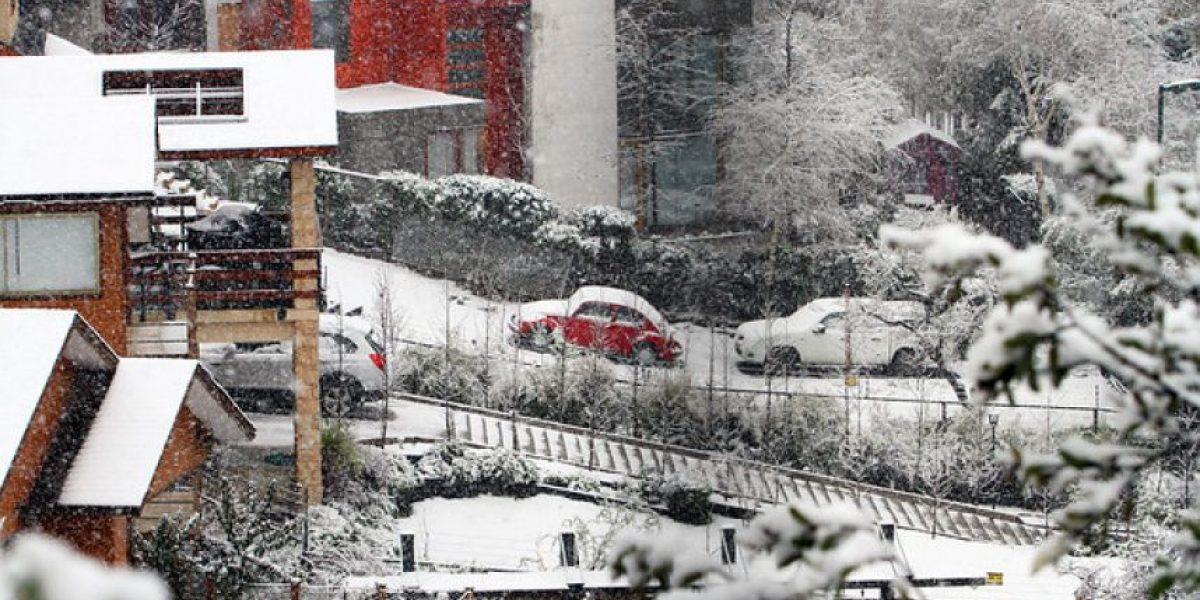 Fotos: Nieve sorprendió a santiaguinos este lunes