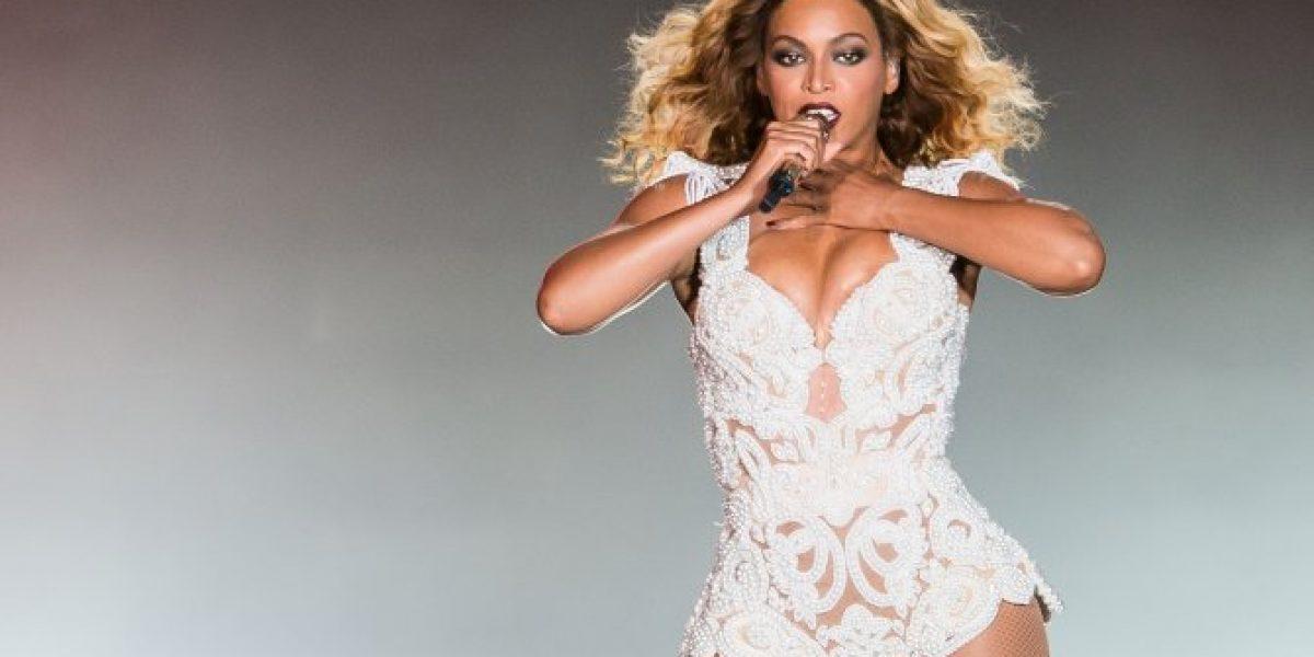 Beyoncé sufre caída en el escenario por culpa de un fanático