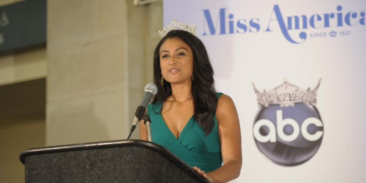 Ganadora de Miss América de origen indio enfrenta reacciones racistas