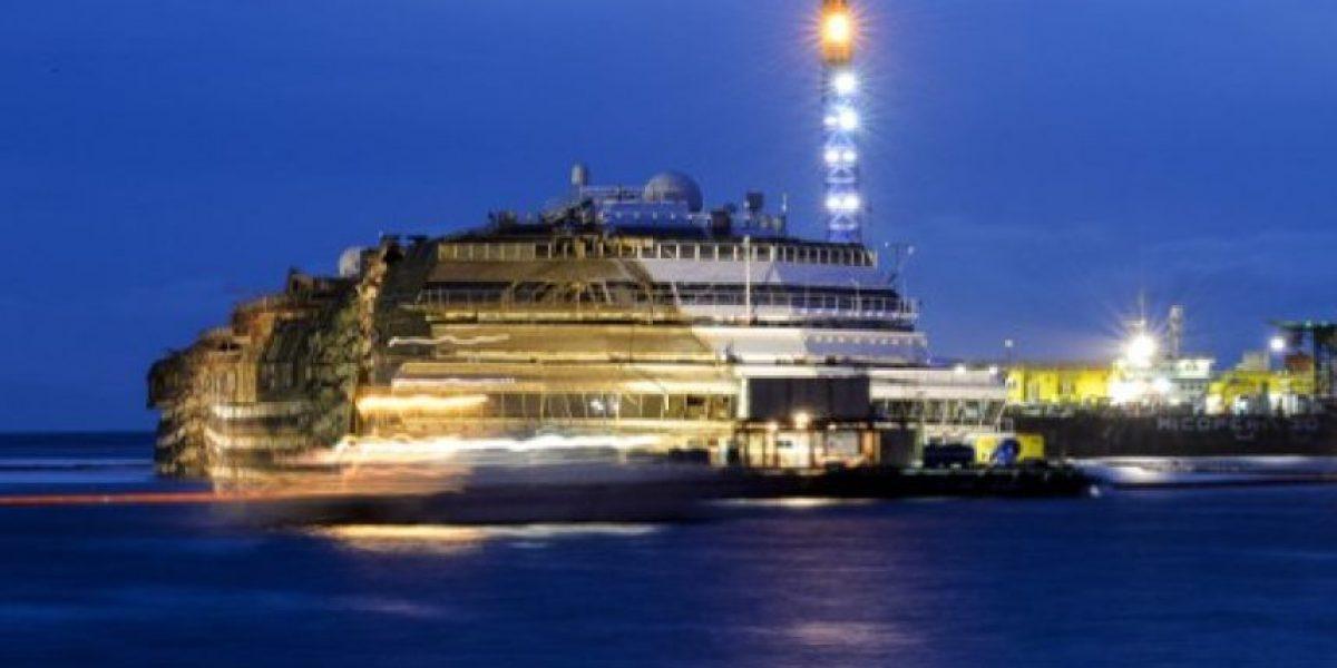FOTOS: El Costa Concordia ya está enderezado y ¿ahora?
