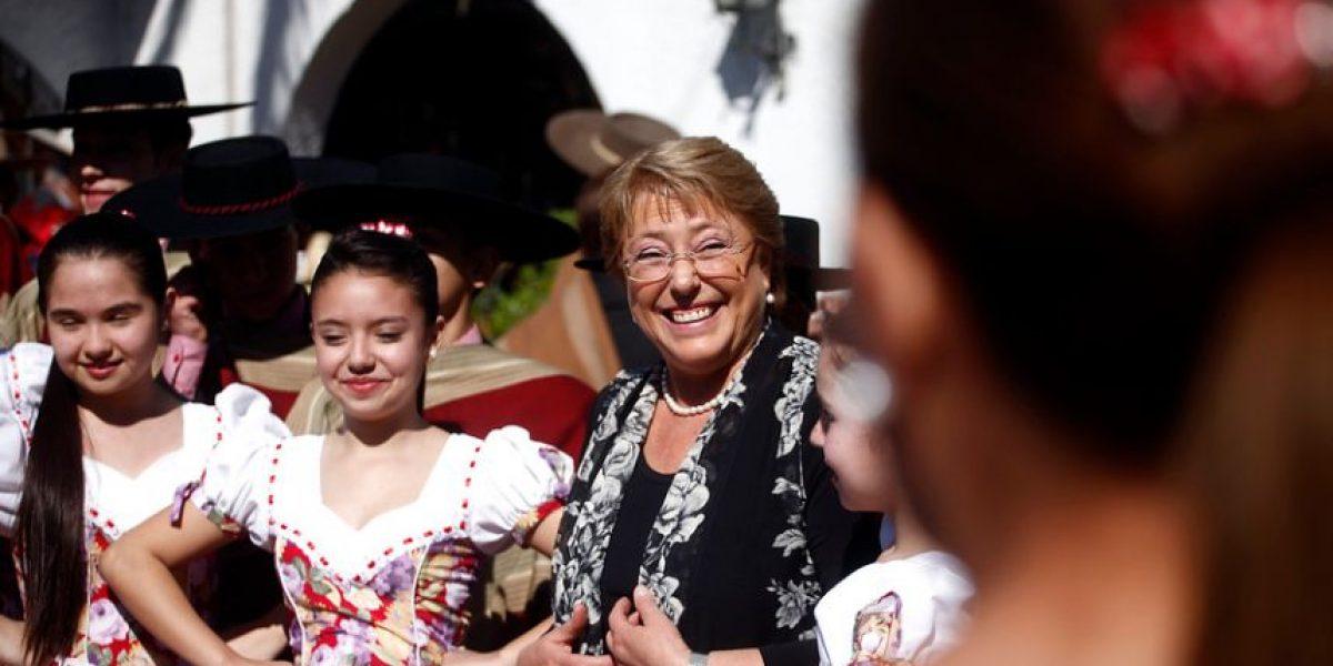 [Fotos] Bachelet sorprende con una paya en el club de rodeo Gil Letelier