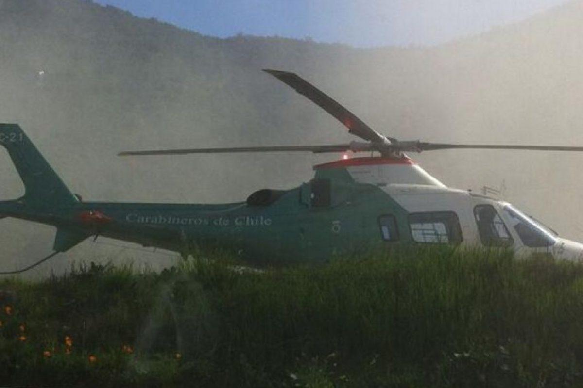 Helicóptero de Carabineros aterriza en Ruta 68 para socorrer a los heridos Foto:Twitter. Imagen Por: