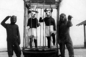 ¿Le estremecen estos Mickey y Minnie Mouse? Son de los años 30, y estaban enjaulados. Foto: D23/Buzzfeed. Foto:D23/Buzzfeed.. Imagen Por: