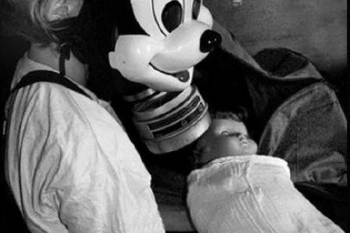 Los niños usaban máscara antigas con motivo de Mickey Mouse.. Imagen Por: