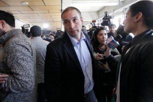 Enrique Orellana abandona el centro de justicia Foto:Agencia UNo. Imagen Por: