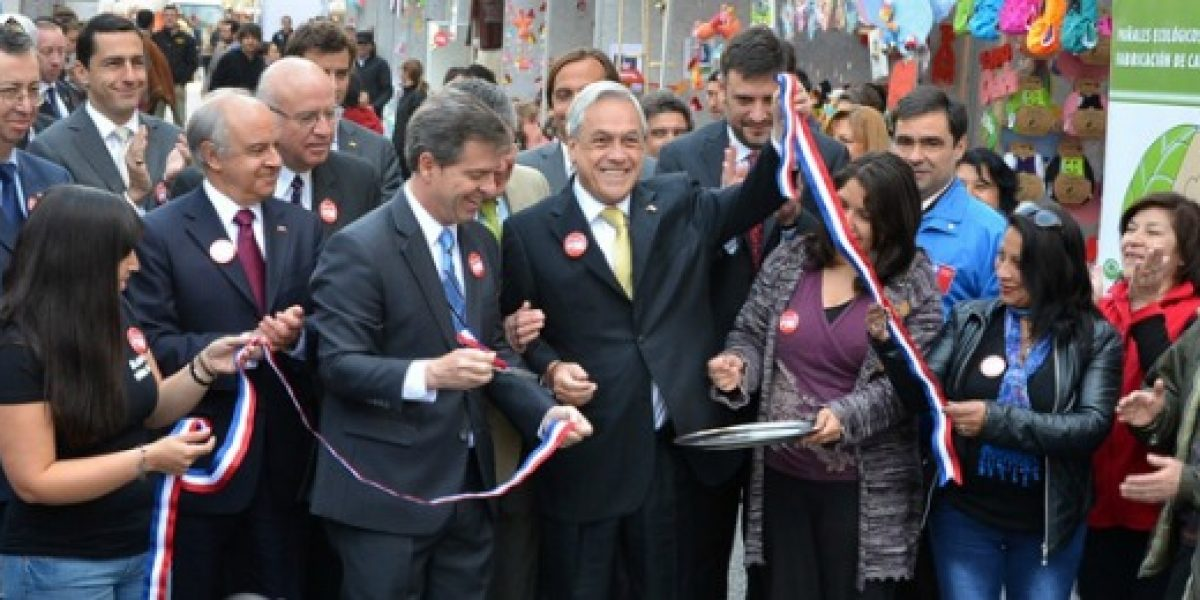 Inauguran ExpoPyme en la Plaza de Armas de Santiago