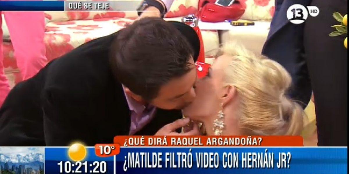 Hugo Valencia increpa a Matilde Bonasera y termina besándola