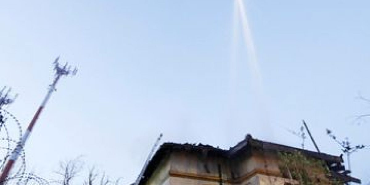 FOTOS: Voraz incendio destruye casona abandonada en Santiago