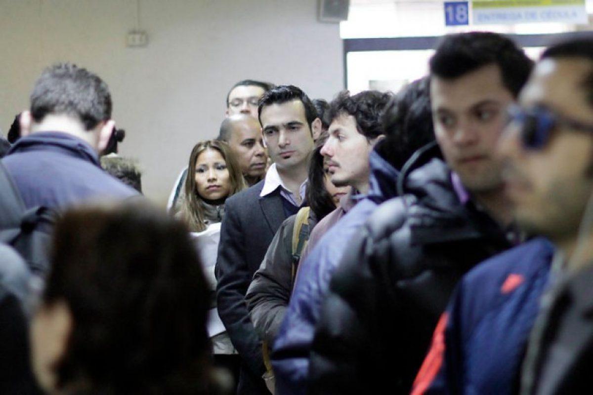 Nuevamente largas filas se registraron en el registro civil en el segundo día de atención al publico luego de finalizado el paro que afecto al servicio. Imagen Por: