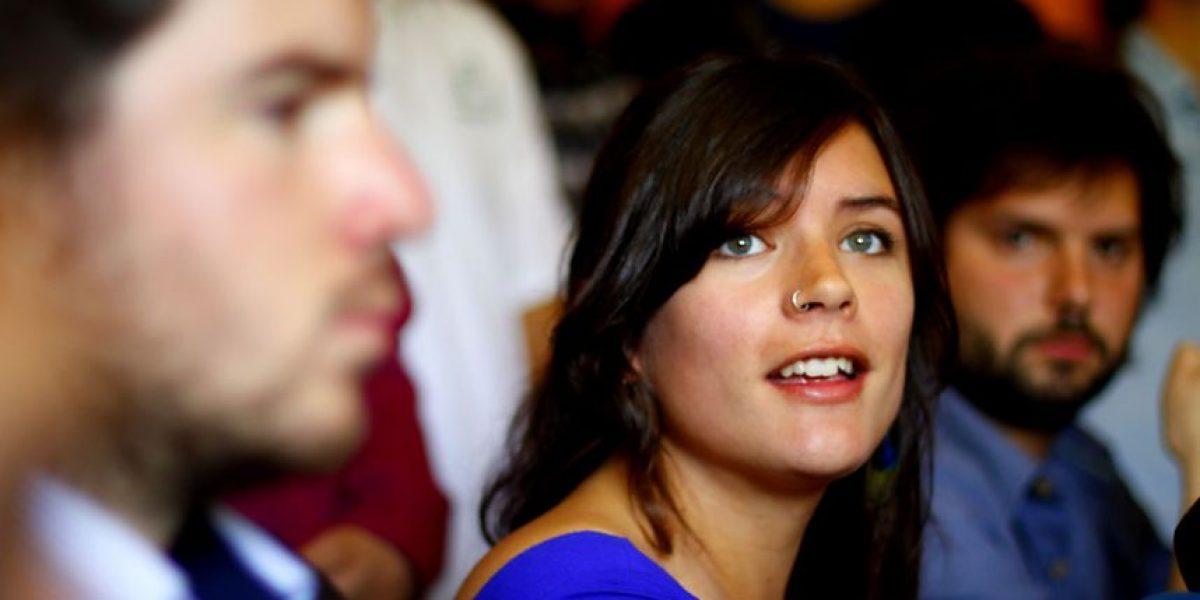 [Fotos] Camila Vallejo junto a  ex líderes estudiantiles firman compromiso por la educación