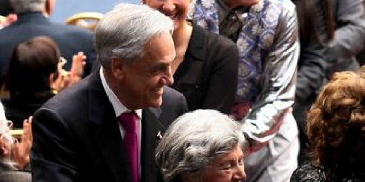 [FOTOS] Piñera cantó, bailó e hizo el trencito con adultos mayores