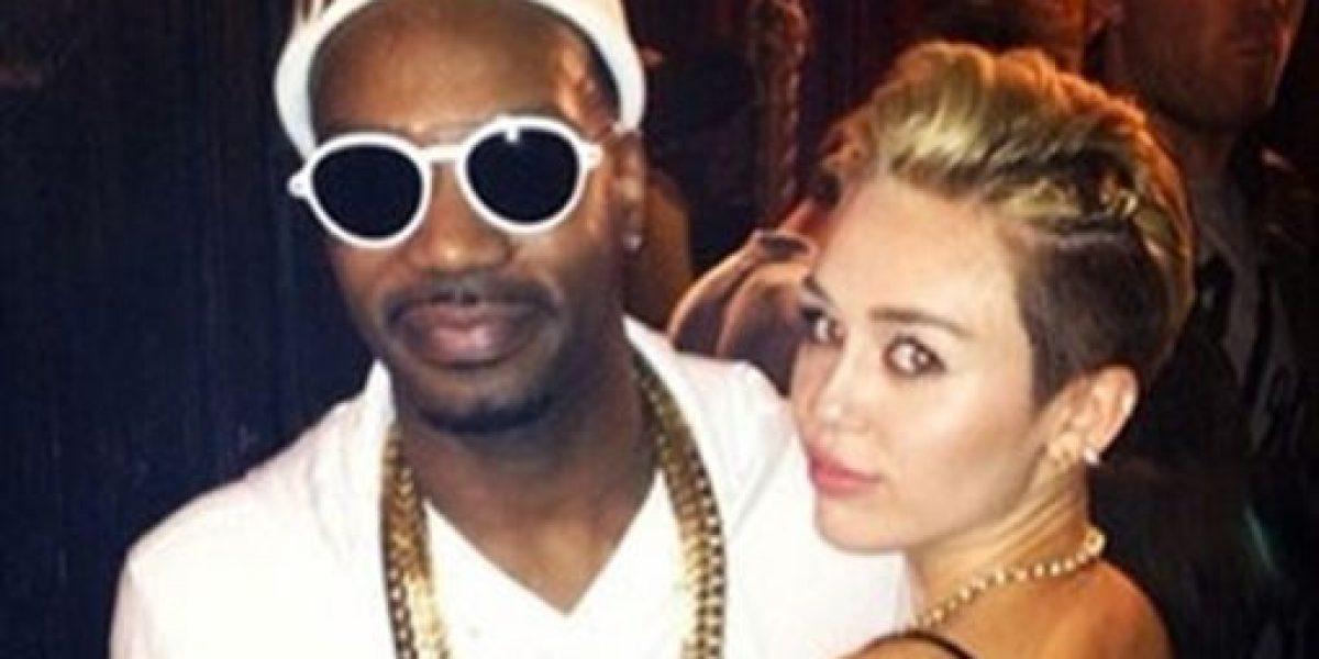 Miley Cyrus responde irónicamente a los rumores de embarazo