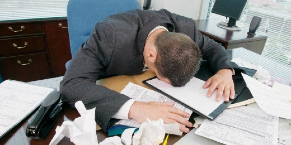 ¿Trabajando demasiado? Revisa estos síntomas