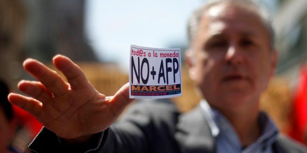 [FOTOS] Marcel Claude y sus seguidores marcharon en contra de las AFP