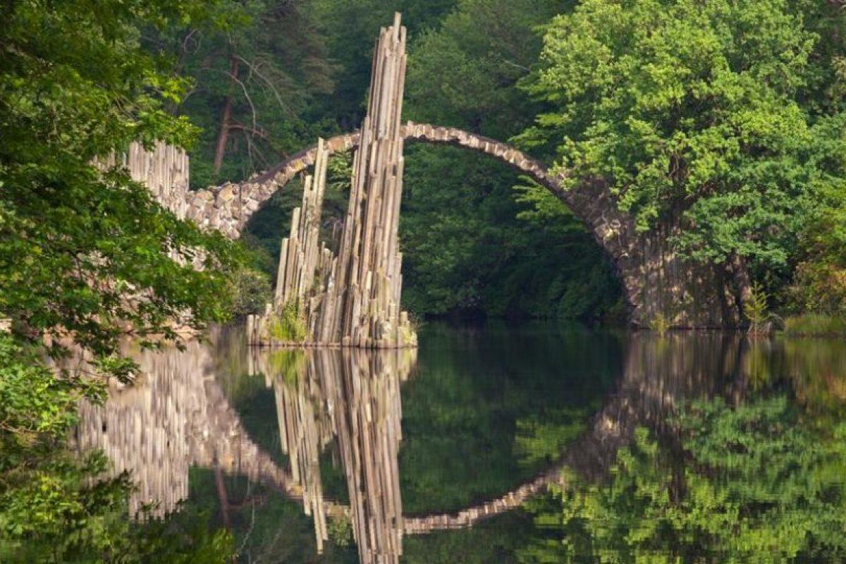 Puente Rakotz en Kromlau, Alemania Foto:BBC. Imagen Por: