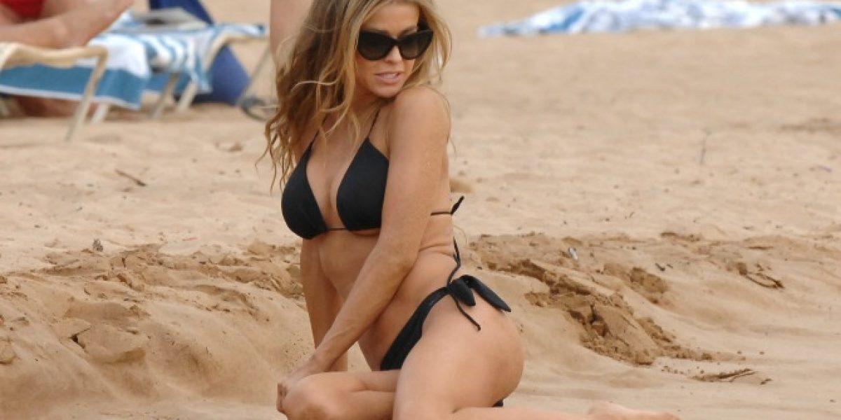 Captan a una despampanante Carmen Electra en bikini en Hawai