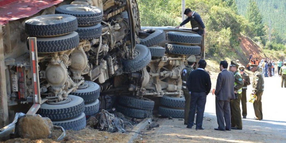 [FOTOS] Violenta colisión entre camiones deja dos muertos en Constitución