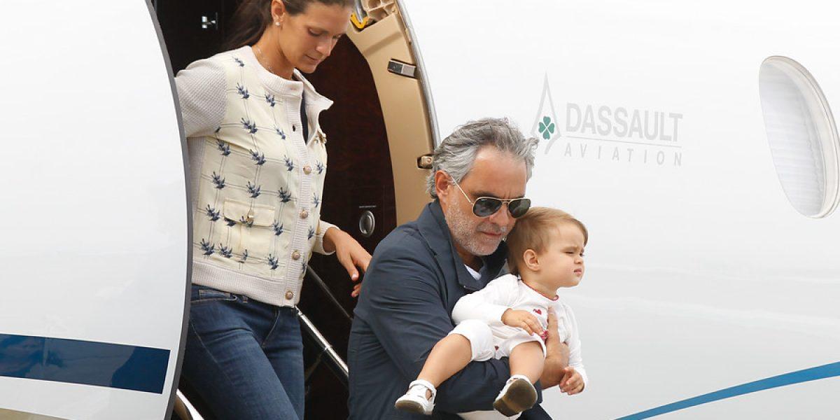 Andrea Bocelli llegó a Chile con su familia y en jet privado