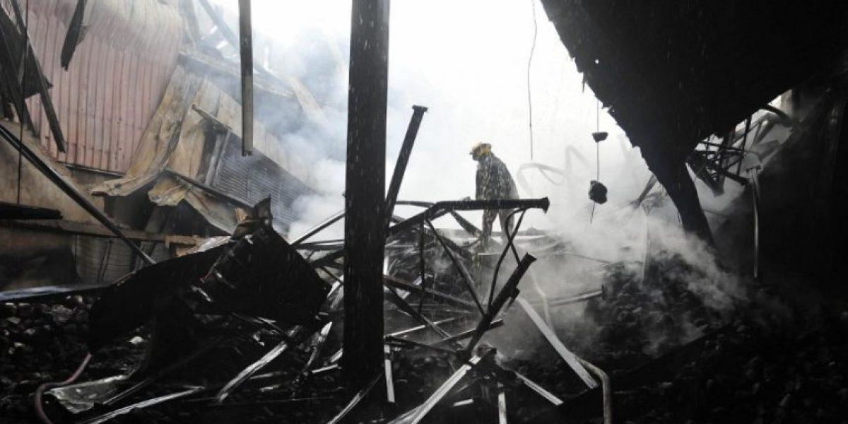 FOTOS: Nueve muertos deja incendio en una fábrica textil en Bangladesh