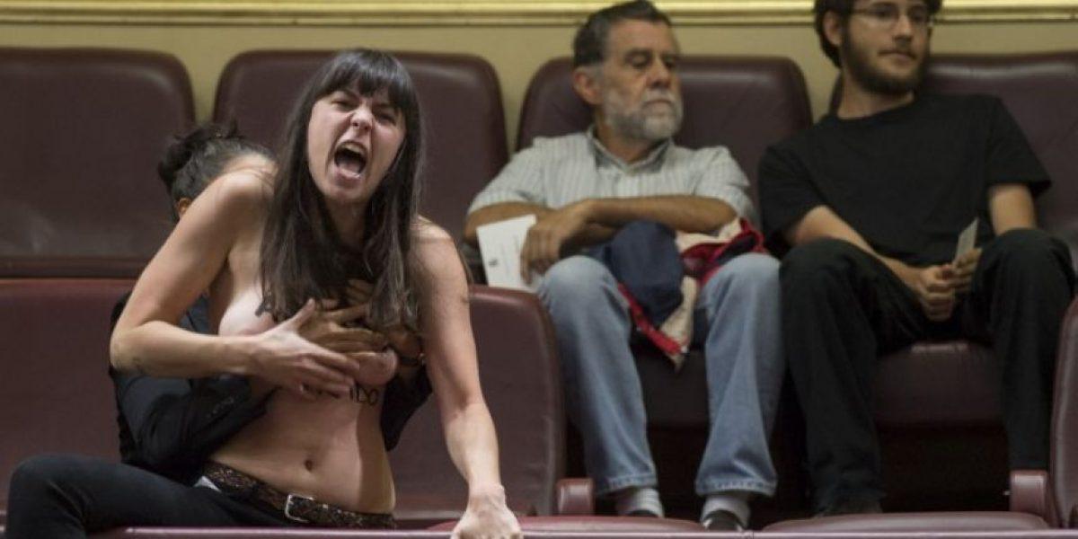 Actvistas de Femen ahora protestan semidesnudas en parlamento español