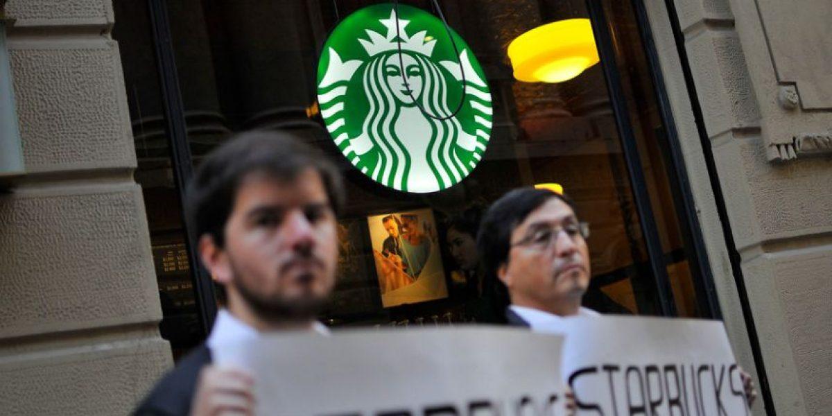 Fotos: La protesta de Giorgio Jackson contra conocida cadena de café