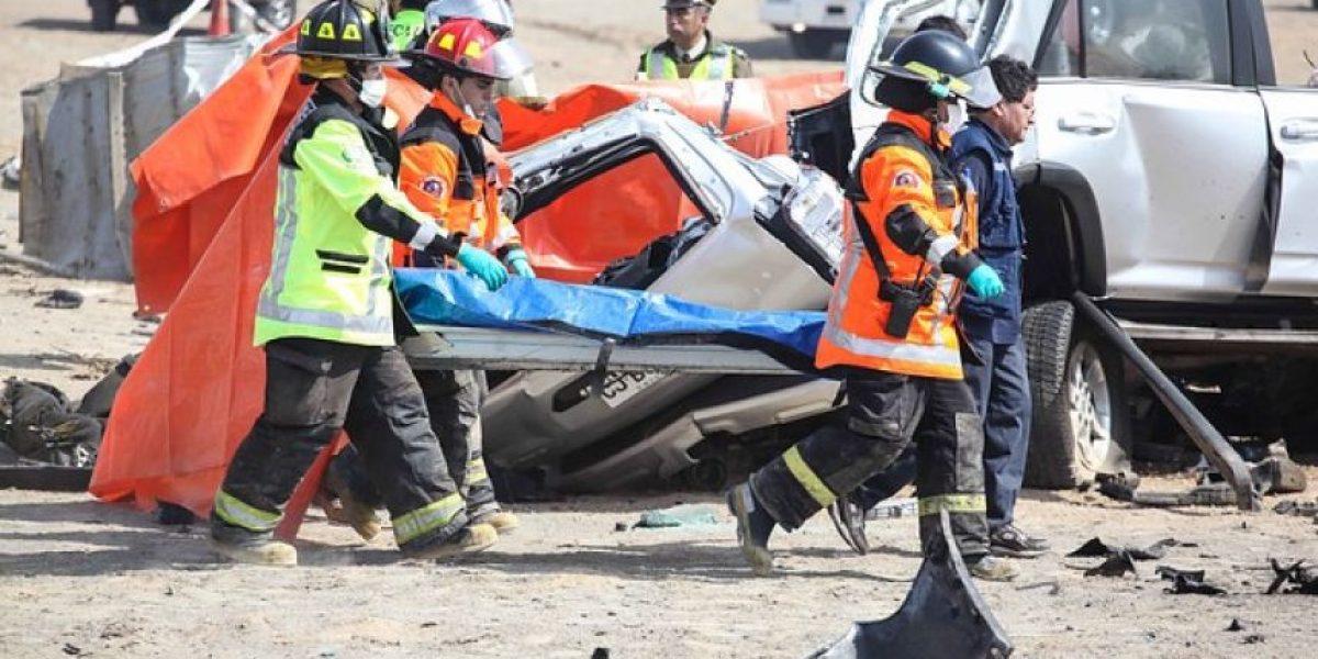 [FOTOS] Choque frontal entre un camión y una camioneta deja tres muertos en Ruta 5 Norte