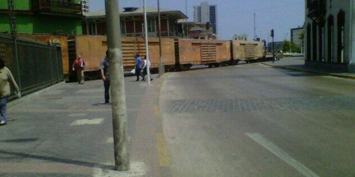 [FOTOS] Tren descarrila en el centro de Antofagasta y sorprende a transeúntes