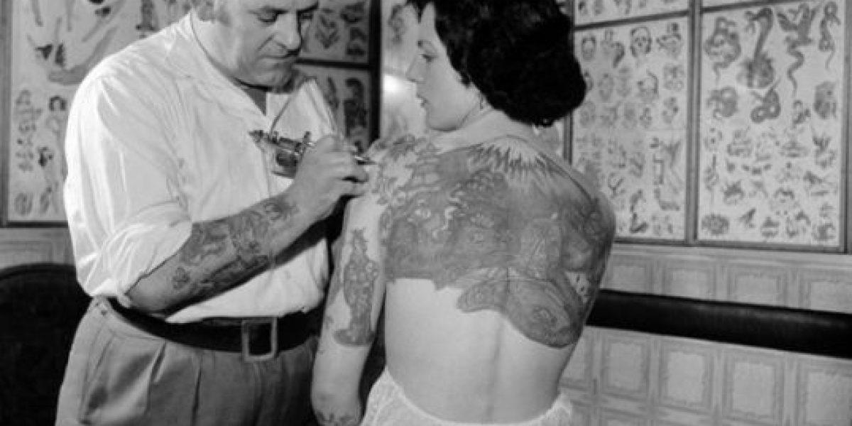 Fotos: Notables imágenes de mujeres tatuadas en los años 20