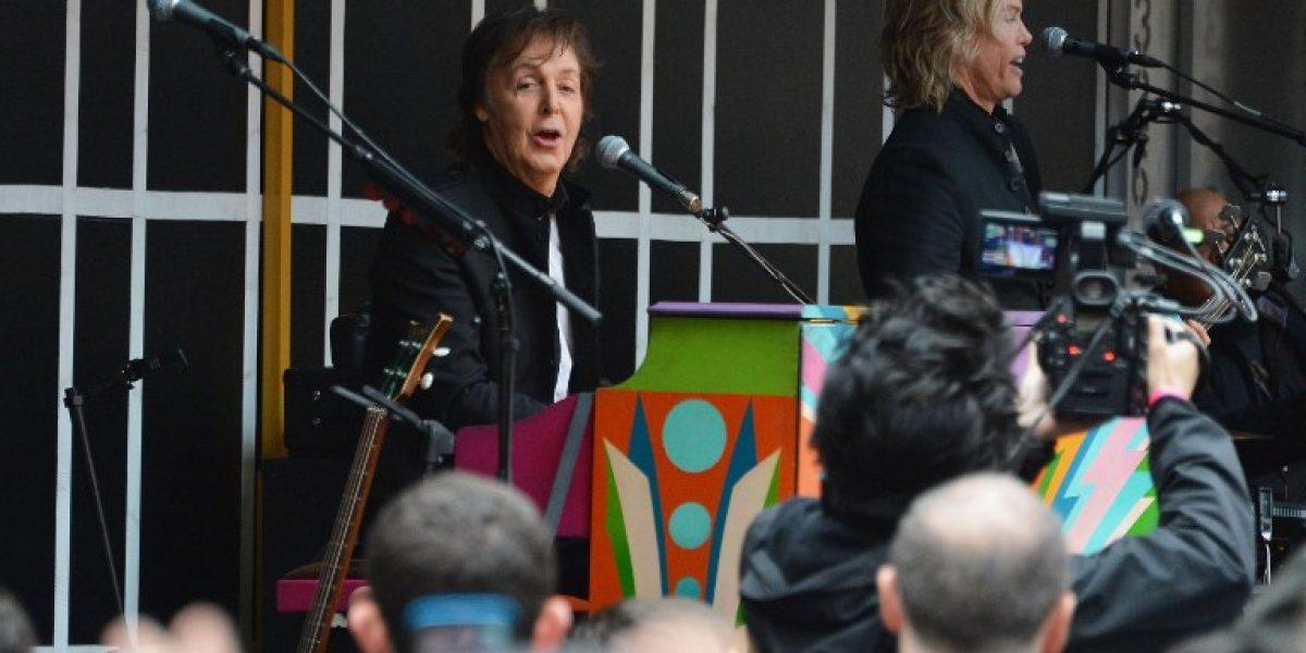 Paul McCartney sorprende a transeúntes con un concierto sorpresa en Times Square