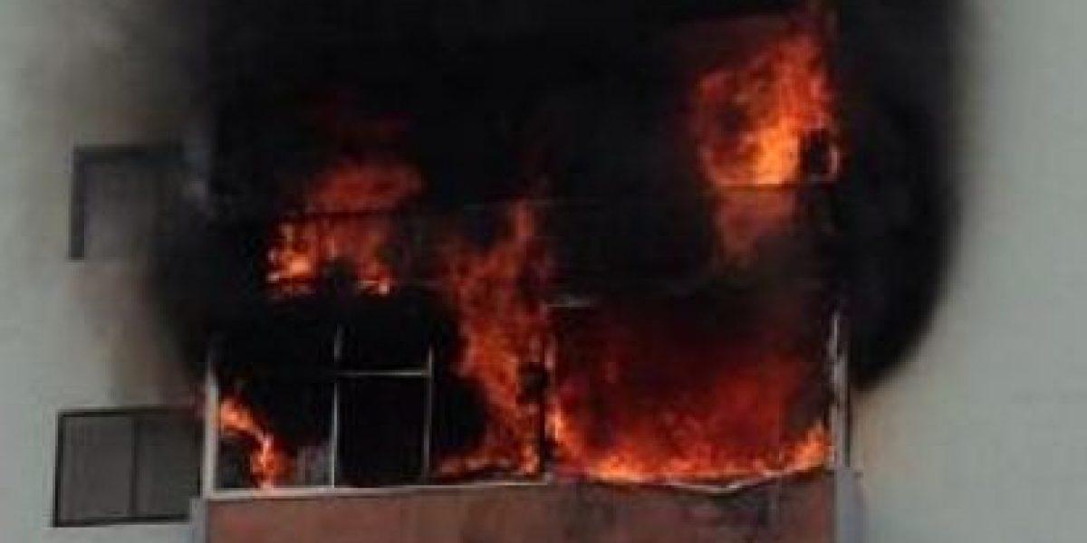 FOTOS: Tuiteros registran voraz incendio en departamentos de Viña del Mar