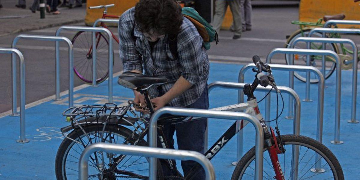 Debutan estacionamientos gratuitos para bicicletas en  Santiago