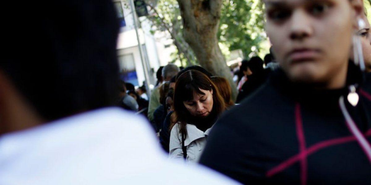 FOTOS: Largas filas en el Registro Civil por nueva caída del sistema