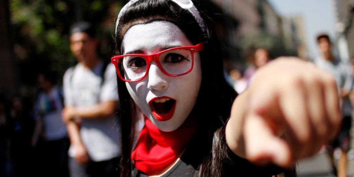 Galería: Bailes, disfraces, incidentes y hasta toples hubo en marcha estudiantil