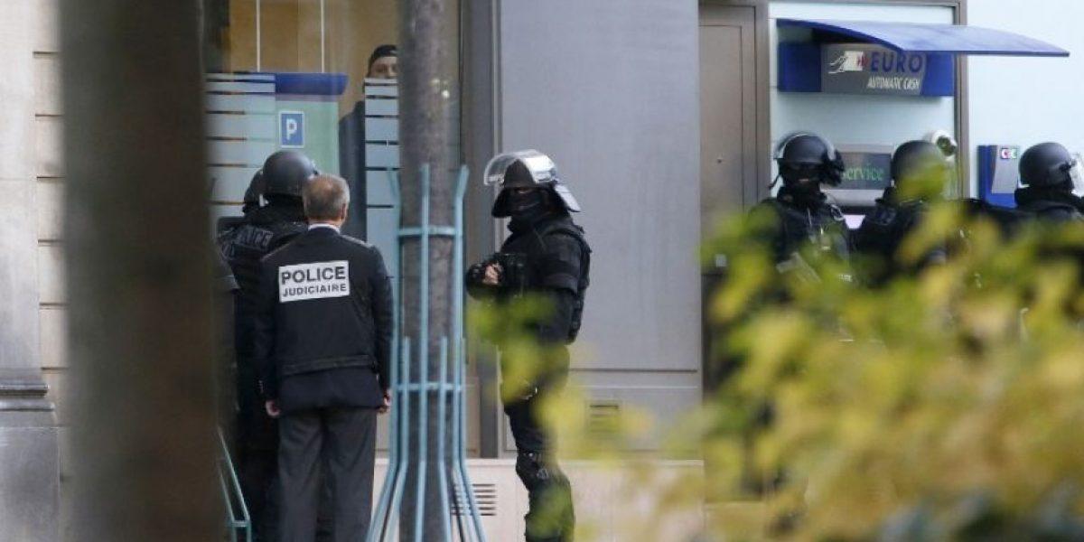 [FOTOS] Gran operativo policial para detener a sujeto que secuestró a 4 personas en París